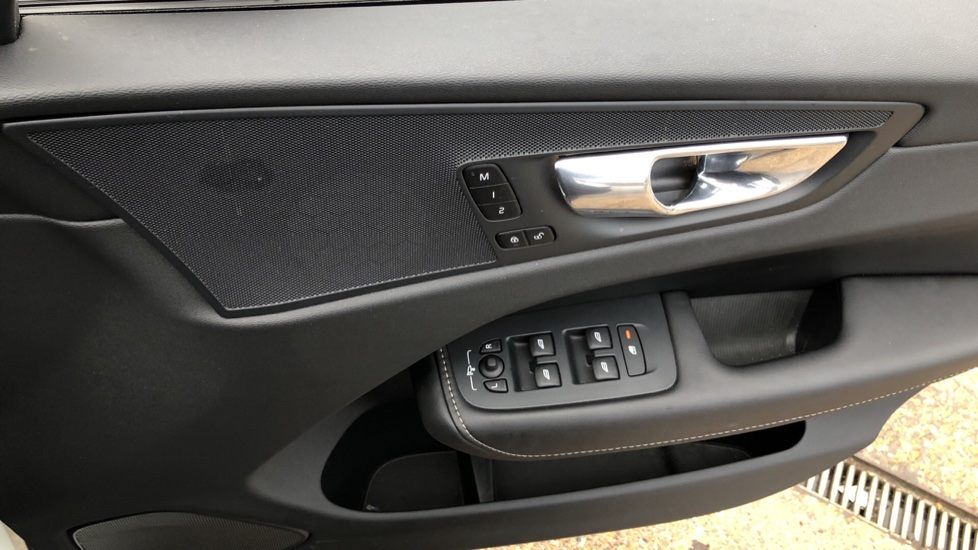 Volvo XC60 B5D Mild Hybrid Inscription Pro AWD Auto, Nav, Xenium Pack, Sunroof, 360 Camera, BLIS image 39