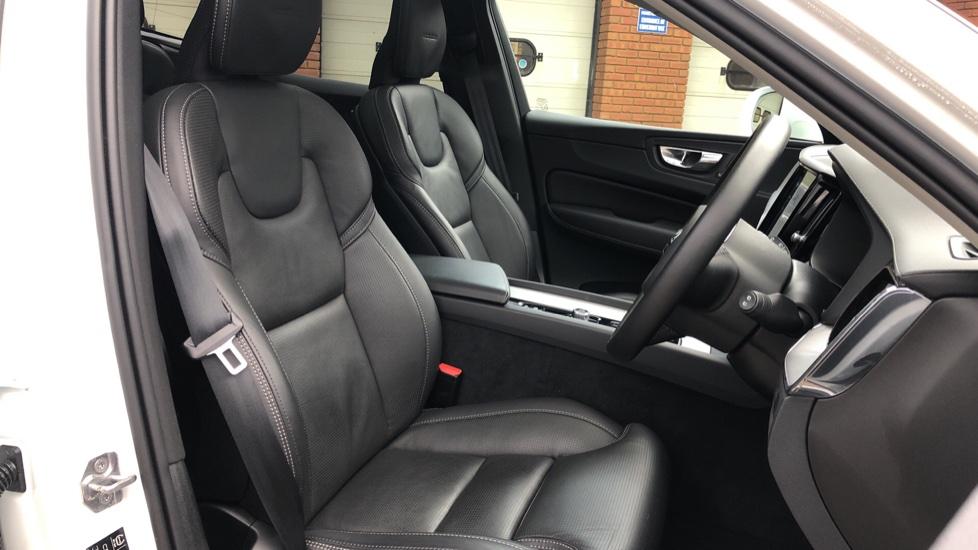 Volvo XC60 B5D Mild Hybrid Inscription Pro AWD Auto, Nav, Xenium Pack, Sunroof, 360 Camera, BLIS image 22