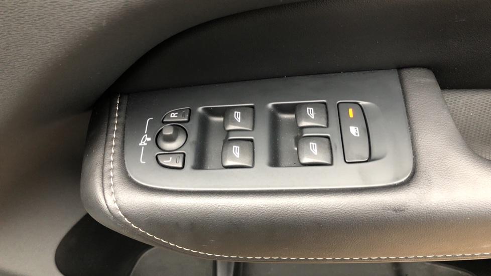 Volvo XC60 B5D Mild Hybrid Inscription Pro AWD Auto, Nav, Xenium Pack, Sunroof, 360 Camera, BLIS image 40