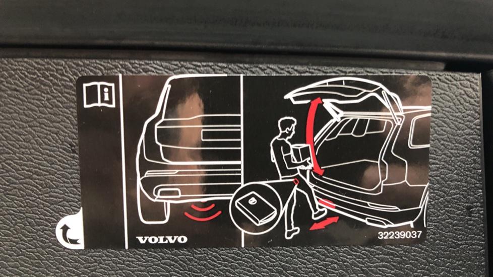 Volvo XC60 B5D Mild Hybrid Inscription Pro AWD Auto, Nav, Xenium Pack, Sunroof, 360 Camera, BLIS image 28