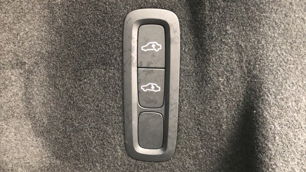 Volvo XC60 B5D Mild Hybrid Inscription Pro AWD Auto, Nav, Xenium Pack, Sunroof, 360 Camera, BLIS image 25