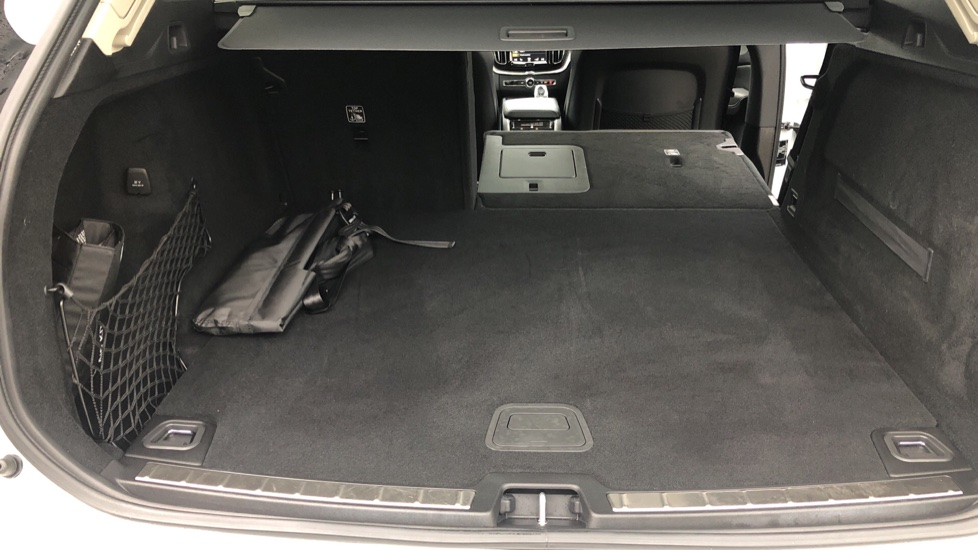 Volvo XC60 B5D Mild Hybrid Inscription Pro AWD Auto, Nav, Xenium Pack, Sunroof, 360 Camera, BLIS image 30