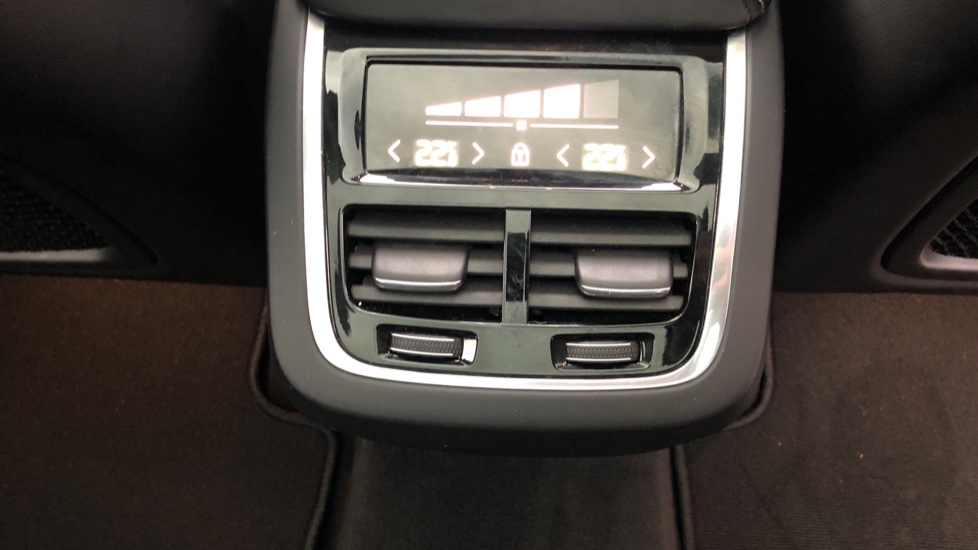 Volvo XC60 B5D Mild Hybrid Inscription Pro AWD Auto, Nav, Xenium Pack, Sunroof, 360 Camera, BLIS image 34