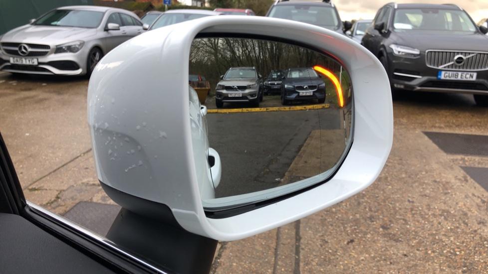 Volvo XC60 B5D Mild Hybrid Inscription Pro AWD Auto, Nav, Xenium Pack, Sunroof, 360 Camera, BLIS image 10