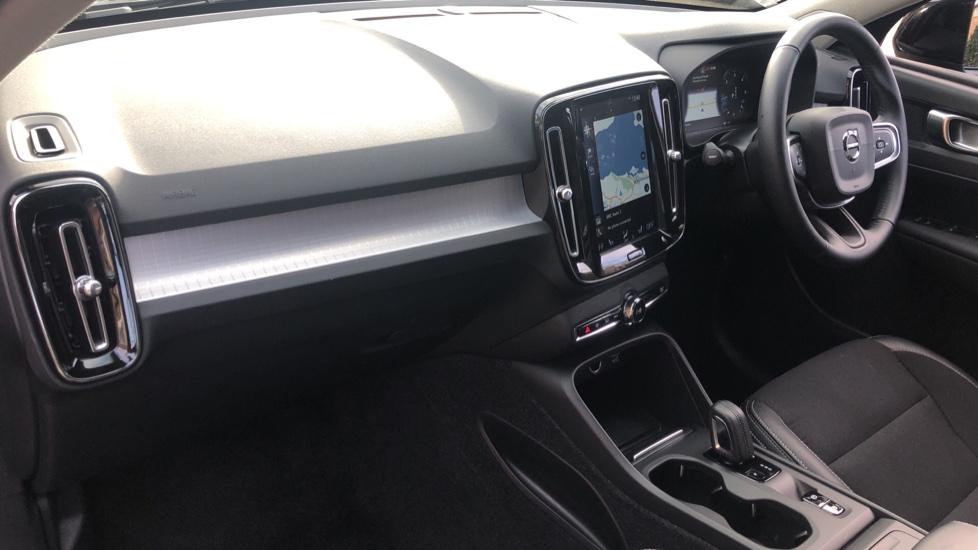 Volvo XC40 2.0 D3 Momentum AWD AT, Winter & Convenience Pks, F. Sensors, Keyless Drive, S/Phone Prep. image 12