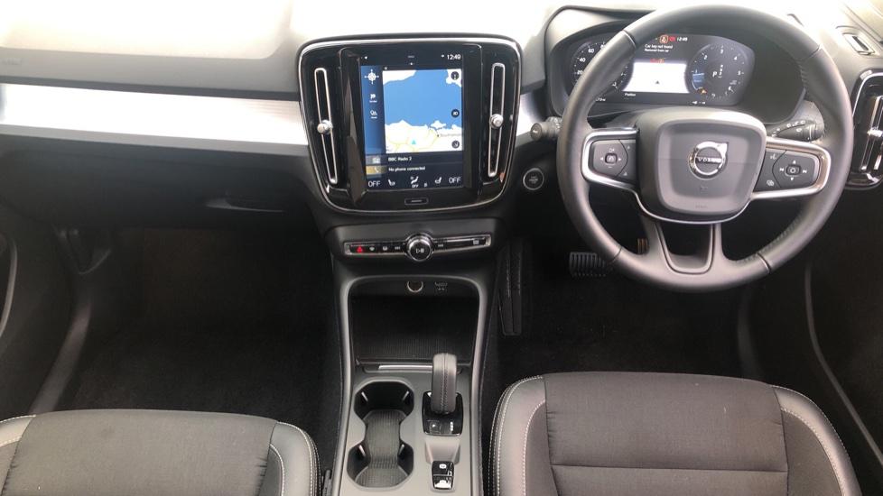 Volvo XC40 2.0 D3 Momentum AWD AT, Winter & Convenience Pks, F. Sensors, Keyless Drive, S/Phone Prep. image 14