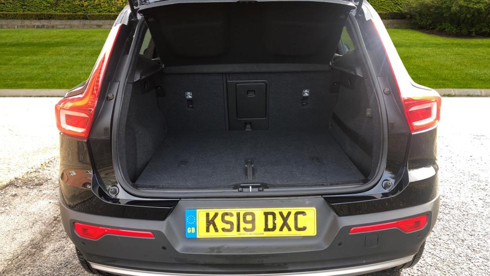 Volvo XC40 2.0 D3 Momentum AWD AT, Winter & Convenience Pks, F. Sensors, Keyless Drive, S/Phone Prep. image 15