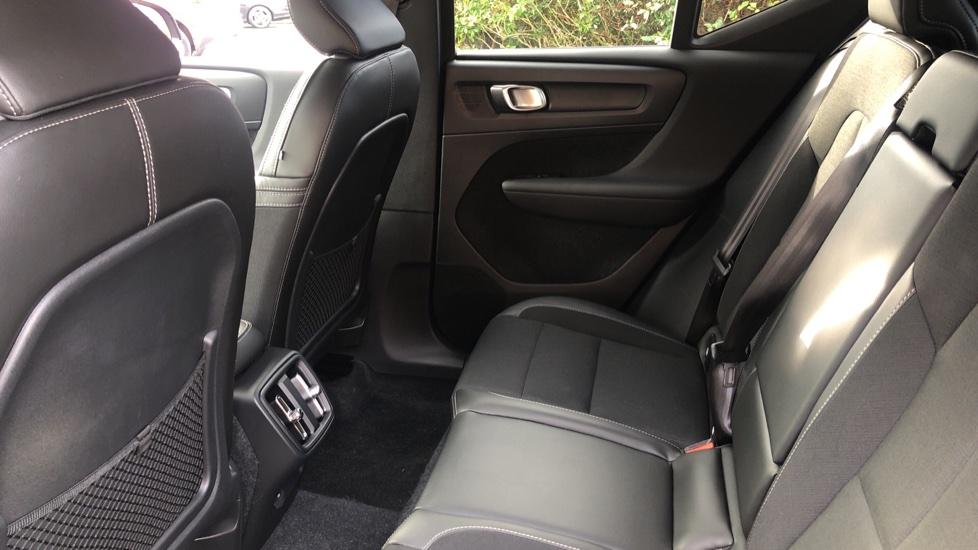 Volvo XC40 2.0 D3 Momentum AWD AT, Winter & Convenience Pks, F. Sensors, Keyless Drive, S/Phone Prep. image 16