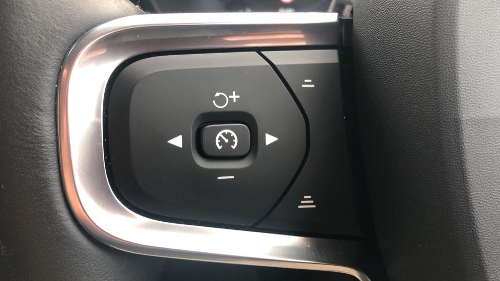 Volvo XC40 2.0 D3 Momentum AWD AT, Winter & Convenience Pks, F. Sensors, Keyless Drive, S/Phone Prep. image 17