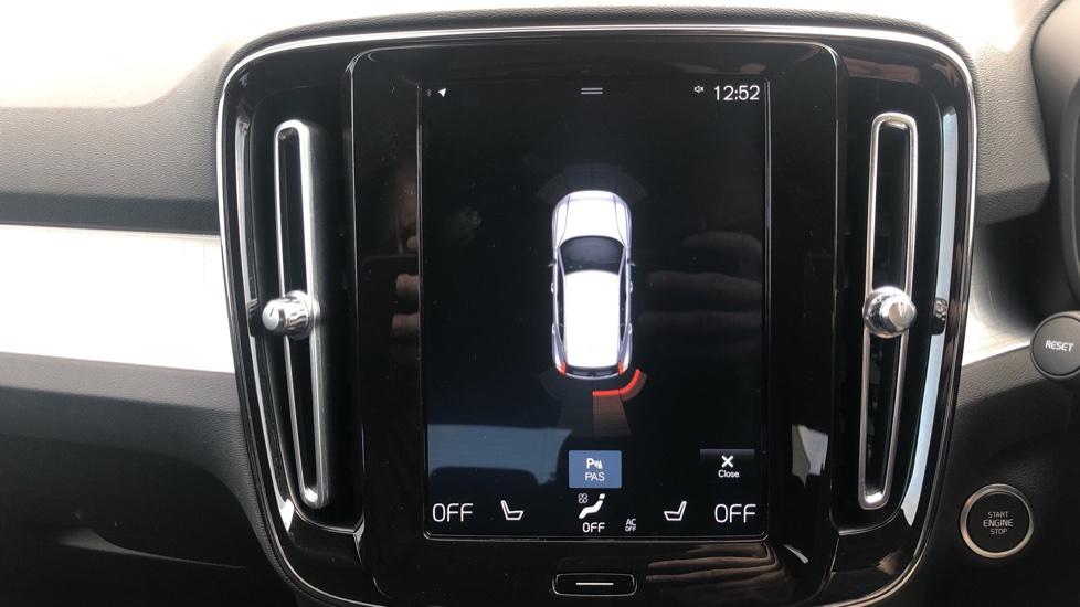 Volvo XC40 2.0 D3 Momentum AWD AT, Winter & Convenience Pks, F. Sensors, Keyless Drive, S/Phone Prep. image 6