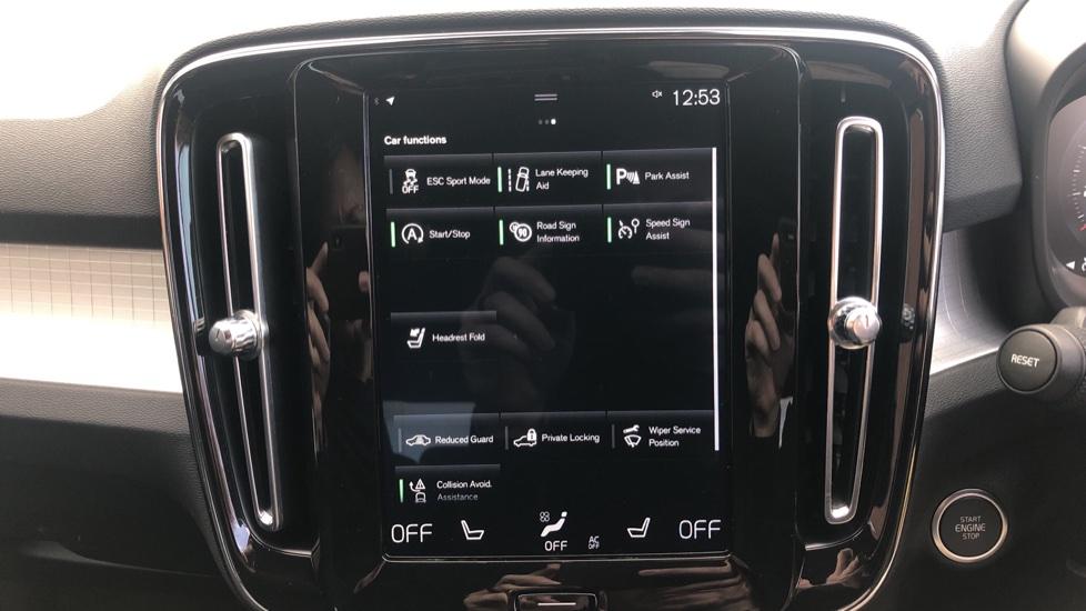 Volvo XC40 2.0 D3 Momentum AWD AT, Winter & Convenience Pks, F. Sensors, Keyless Drive, S/Phone Prep. image 9