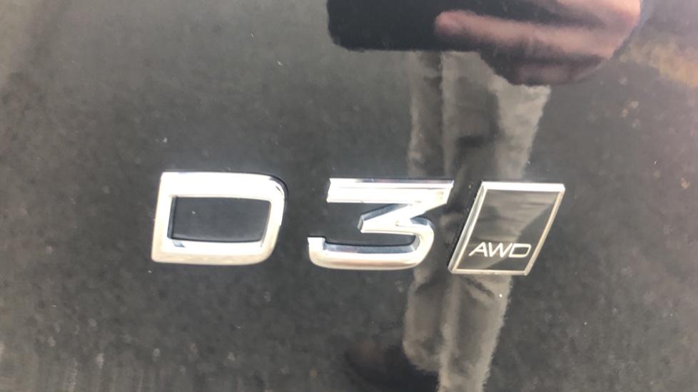 Volvo XC40 2.0 D3 Momentum AWD AT, Winter & Convenience Pks, F. Sensors, Keyless Drive, S/Phone Prep. image 22