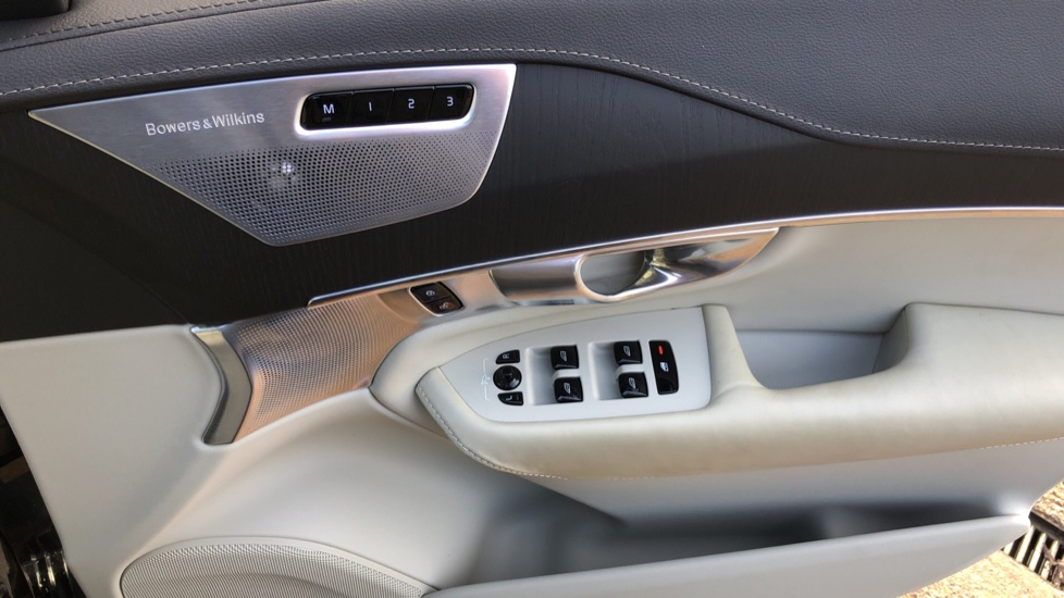 Volvo XC90 T8 Hybrid Inscription Pro AWD Auto, Xenium Pack, Sunroof, 360 Camera, Bowers & Wilkins Audio image 44