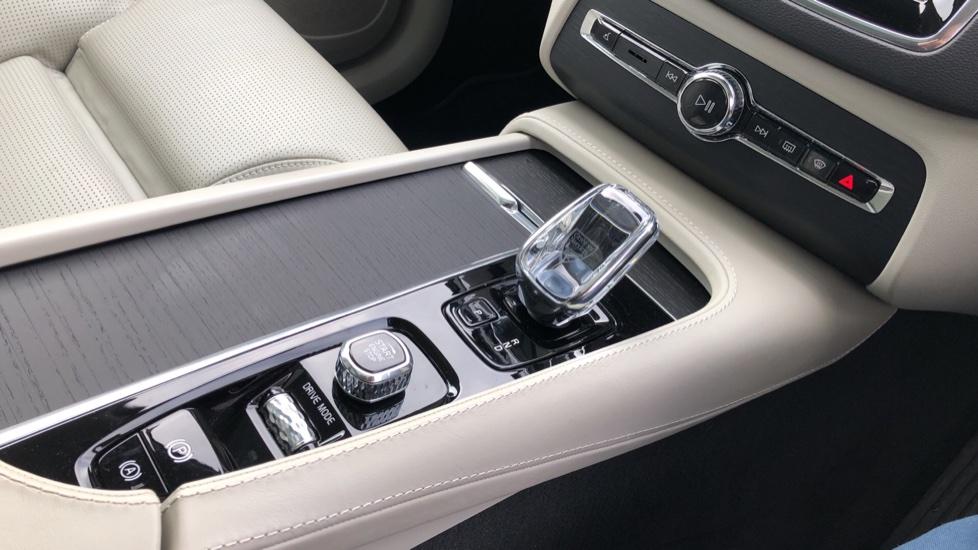 Volvo XC90 T8 Hybrid Inscription Pro AWD Auto, Xenium Pack, Sunroof, 360 Camera, Bowers & Wilkins Audio image 37