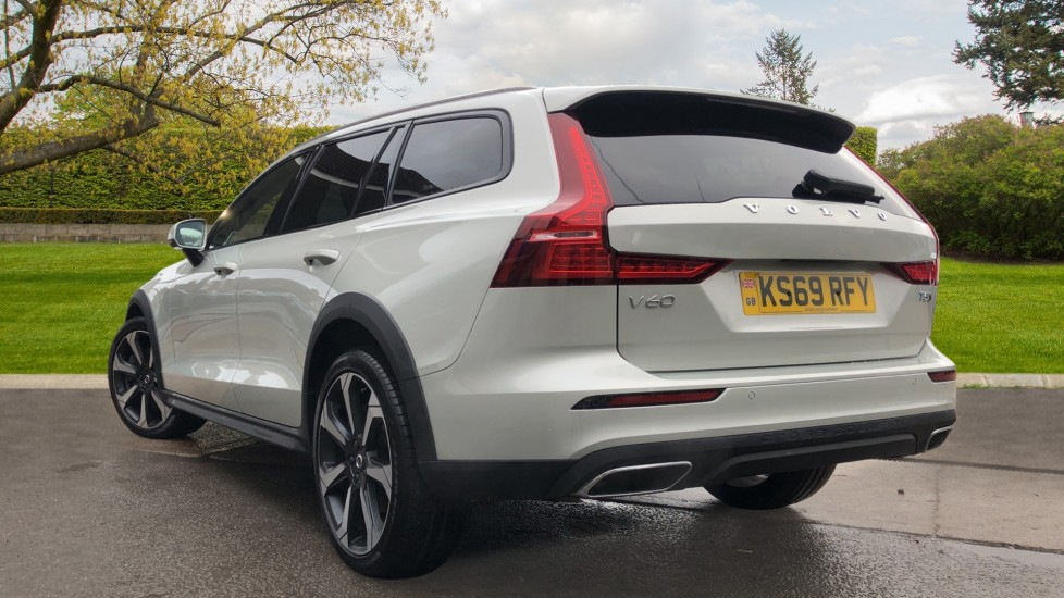 Volvo V60 T5 Cross Country Plus AWD Auto, Intellisafe Pro, Winter pack, Adaptive Cruise Control image 4