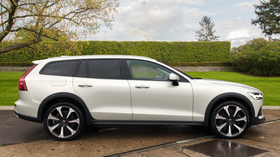 Volvo V60 T5 Cross Country Plus AWD Auto, Intellisafe Pro, Winter pack, Adaptive Cruise Control image 2