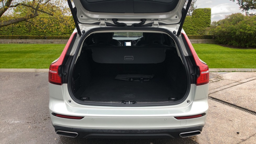 Volvo V60 T5 Cross Country Plus AWD Auto, Intellisafe Pro, Winter pack, Adaptive Cruise Control image 32