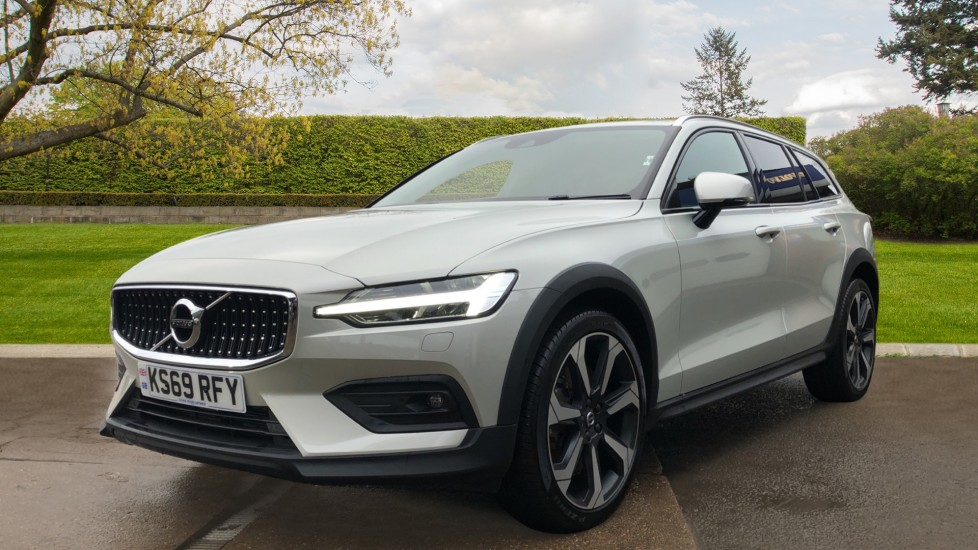 Volvo V60 T5 Cross Country Plus AWD Auto, Intellisafe Pro, Winter pack, Adaptive Cruise Control image 3
