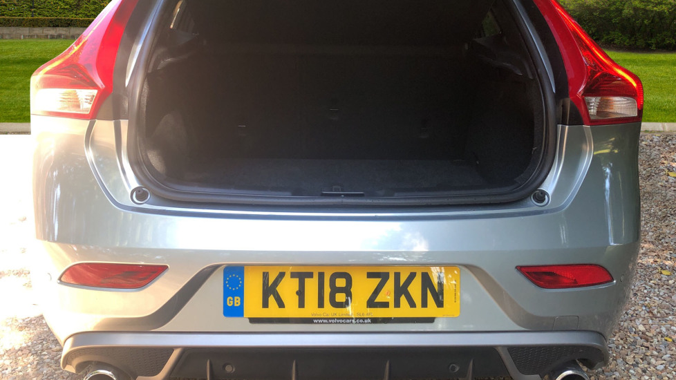 Volvo V40 D2 R Design Nav Plus, Winter Pk, Intellisafe Pro, Keyless Drive, Ft Sensors, Tints & Volvo On Call image 17