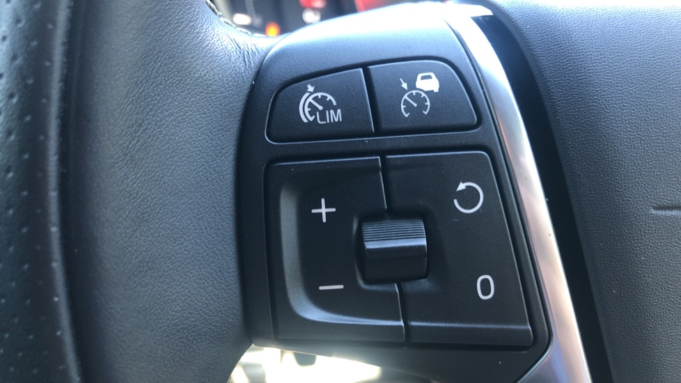 Volvo V40 D2 R Design Nav Plus, Winter Pk, Intellisafe Pro, Keyless Drive, Ft Sensors, Tints & Volvo On Call image 20
