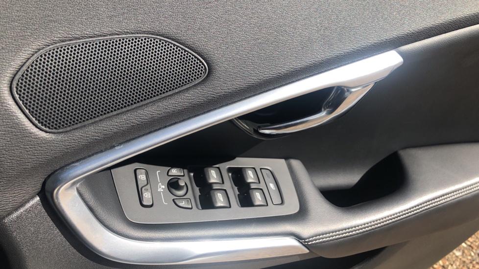 Volvo V40 D2 R Design Nav Plus, Winter Pk, Intellisafe Pro, Keyless Drive, Ft Sensors, Tints & Volvo On Call image 21