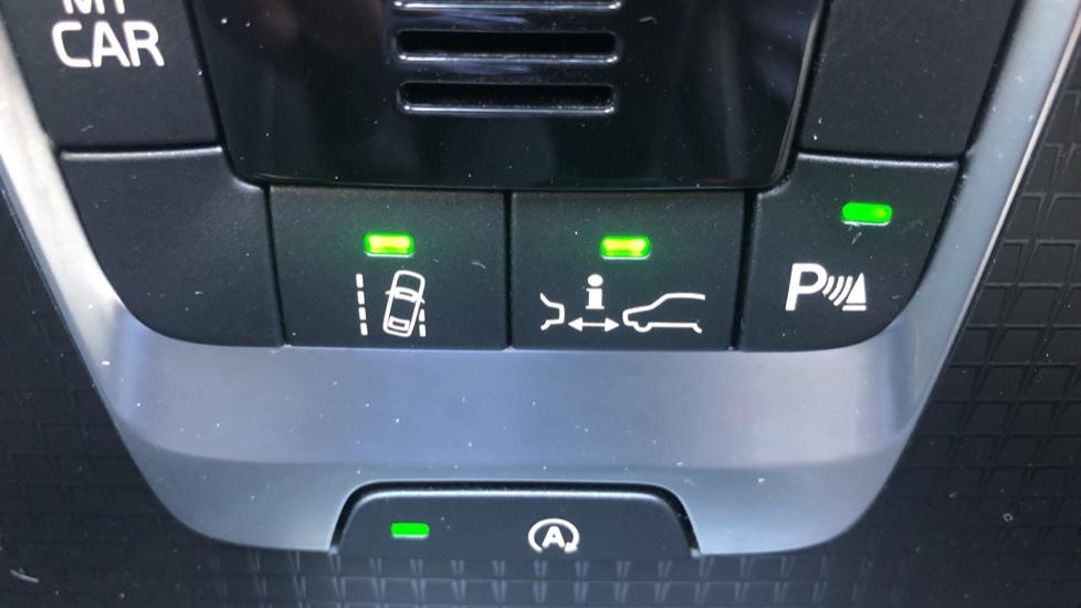Volvo V40 D2 R Design Nav Plus, Winter Pk, Intellisafe Pro, Keyless Drive, Ft Sensors, Tints & Volvo On Call image 8