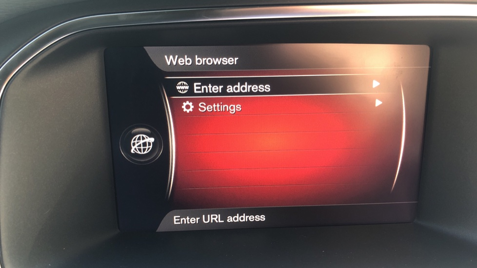 Volvo V40 D2 R Design Nav Plus, Winter Pk, Intellisafe Pro, Keyless Drive, Ft Sensors, Tints & Volvo On Call image 12