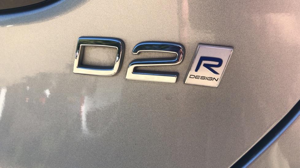 Volvo V40 D2 R Design Nav Plus, Winter Pk, Intellisafe Pro, Keyless Drive, Ft Sensors, Tints & Volvo On Call image 26