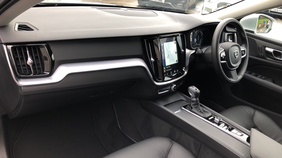 Volvo V60 T4 Momentum Plus Auto, Convenience & Winter Packs, Intellisafe Pro, Smartphone Integration image 11