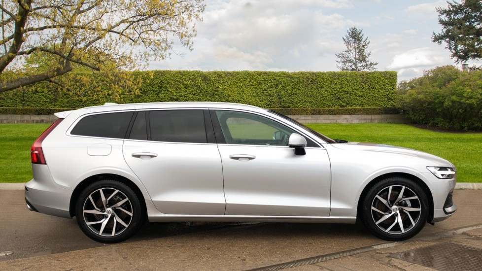 Volvo V60 T4 Momentum Plus Auto, Convenience & Winter Packs, Intellisafe Pro, Smartphone Integration image 2