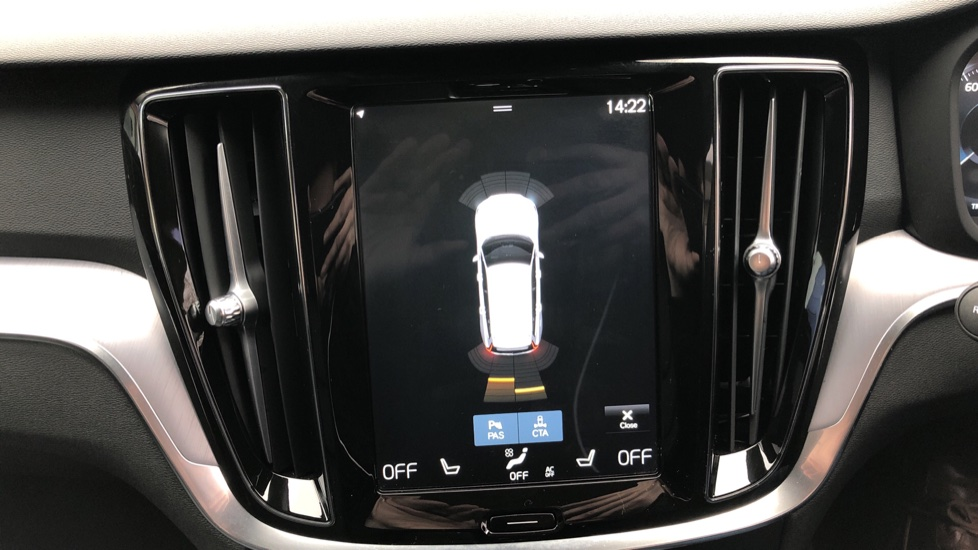 Volvo V60 T4 Momentum Plus Auto, Convenience & Winter Packs, Intellisafe Pro, Smartphone Integration image 6