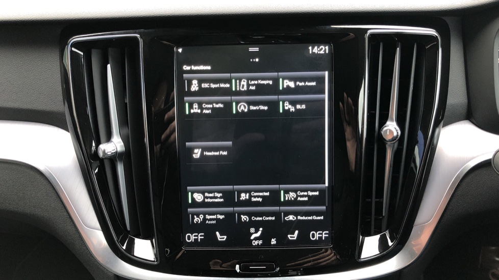 Volvo V60 T4 Momentum Plus Auto, Convenience & Winter Packs, Intellisafe Pro, Smartphone Integration image 31