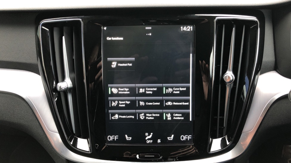 Volvo V60 T4 Momentum Plus Auto, Convenience & Winter Packs, Intellisafe Pro, Smartphone Integration image 32