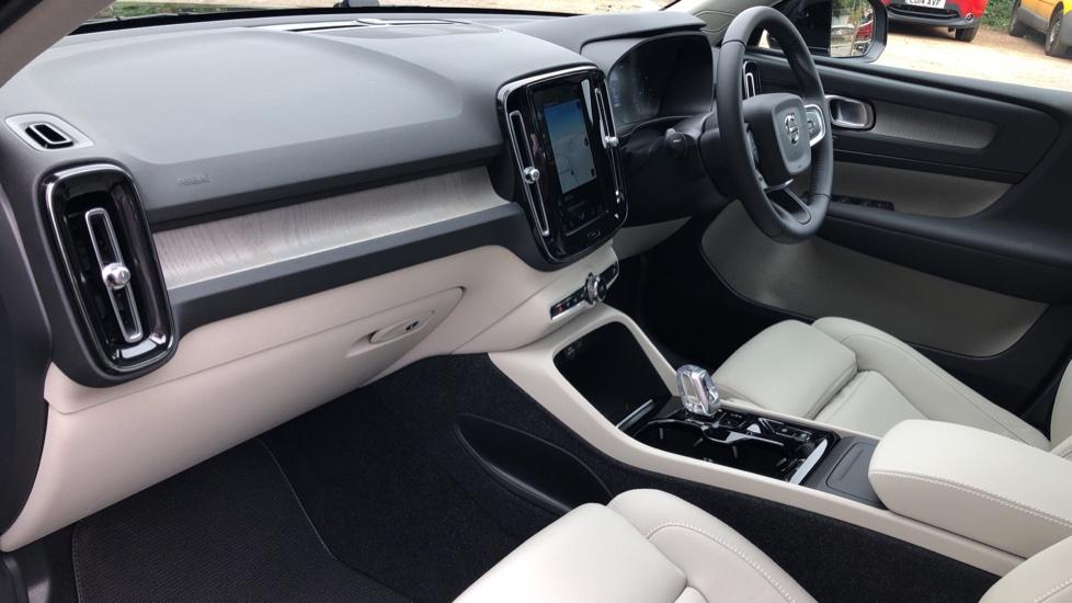 Volvo XC40 D3 Inscription Pro AWD Auto, Xenium Pack, Sunroof, 360 Camera, BLIS, Smartphone Integration, Tints image 9