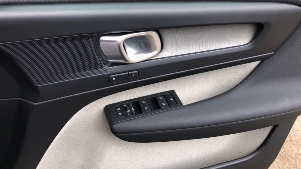 Volvo XC40 D3 Inscription Pro AWD Auto, Xenium Pack, Sunroof, 360 Camera, BLIS, Smartphone Integration, Tints image 37