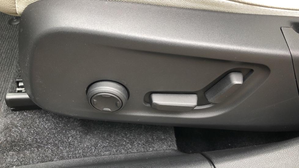 Volvo XC40 D3 Inscription Pro AWD Auto, Xenium Pack, Sunroof, 360 Camera, BLIS, Smartphone Integration, Tints image 18
