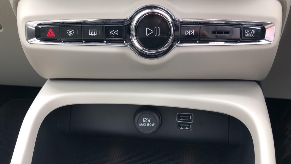Volvo XC40 D3 Inscription Pro AWD Auto, Xenium Pack, Sunroof, 360 Camera, BLIS, Smartphone Integration, Tints image 20