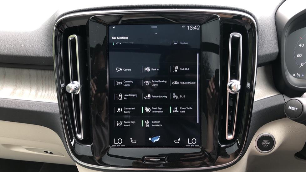 Volvo XC40 D3 Inscription Pro AWD Auto, Xenium Pack, Sunroof, 360 Camera, BLIS, Smartphone Integration, Tints image 26