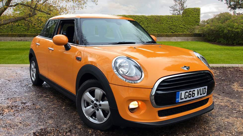 Mini Cooper 1.5 Cooper W. Start/Stop Technology, Heated Washers, Bluetooth & Alloy Wheels 5 door Hatchback (2016) image