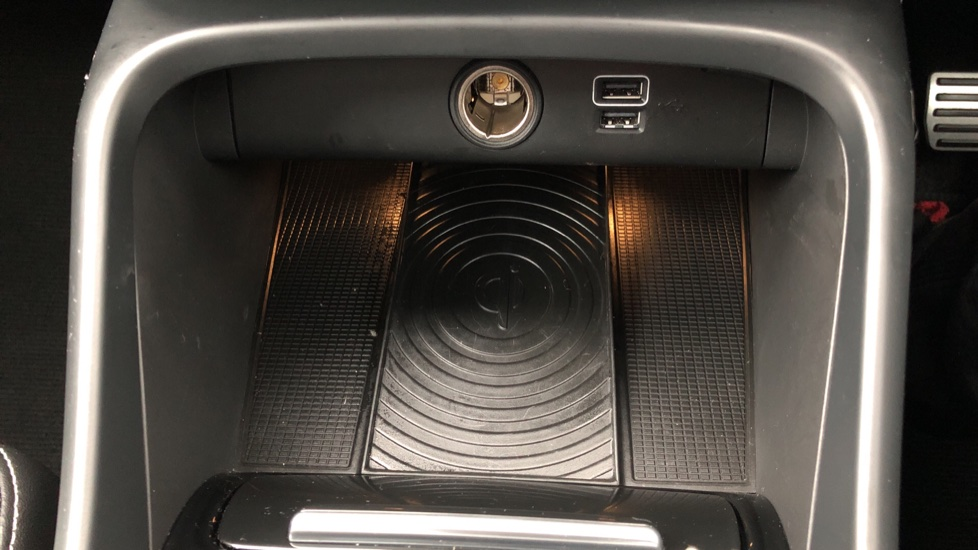 Volvo XC40 T5 First Edition AWD Auto, Launch Model, Nav, Sunroof, 360 Camera, HK Audio, Heated Seats image 12