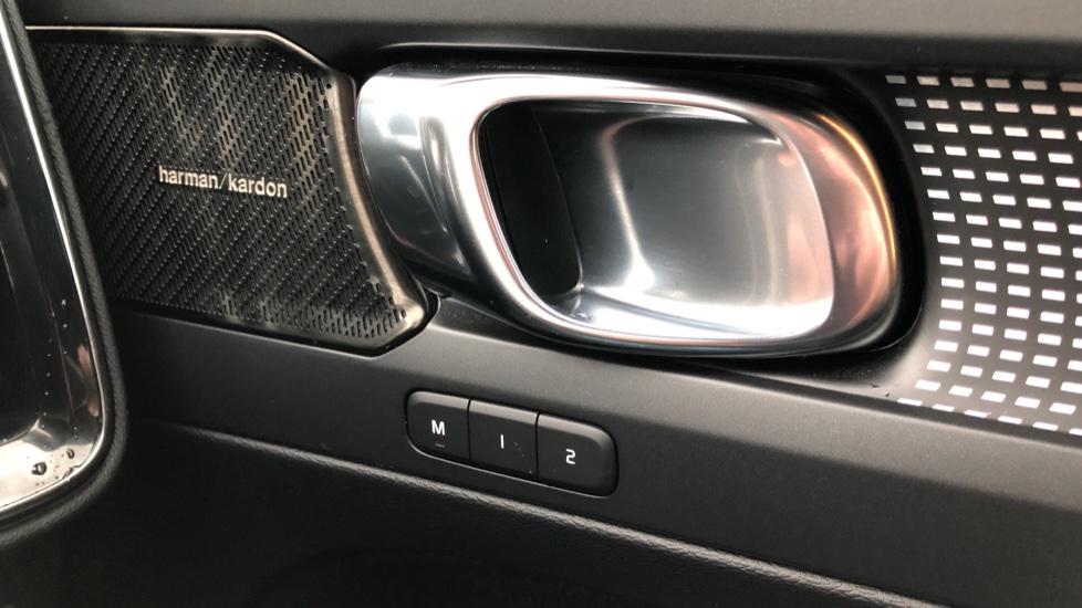 Volvo XC40 T5 First Edition AWD Auto, Launch Model, Nav, Sunroof, 360 Camera, HK Audio, Heated Seats image 9