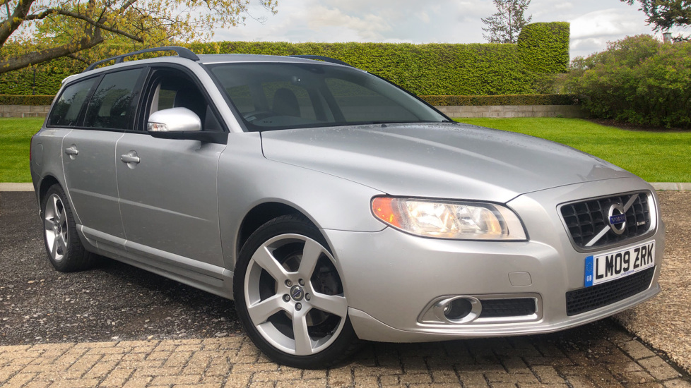 Volvo V70 2.0D R Design SE 5dr Manual with Powered Memory Drivers Seat, Leather, Cruise Control & Towbar. Diesel Estate (2009)