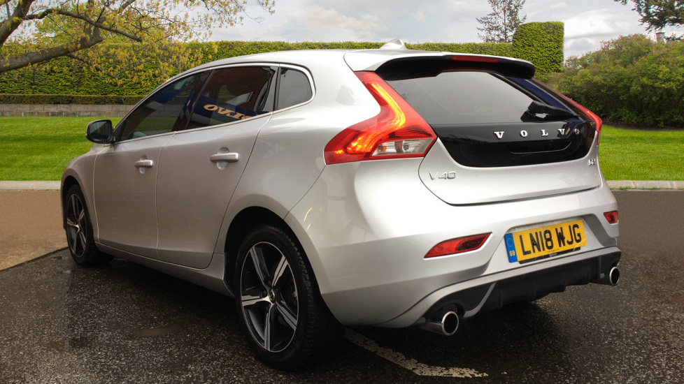 Volvo V40 D2 R Design MT, Winter Pack, Heated Windscreen & Front Seats, DAB Radio & 17 Inch Alloys image 4