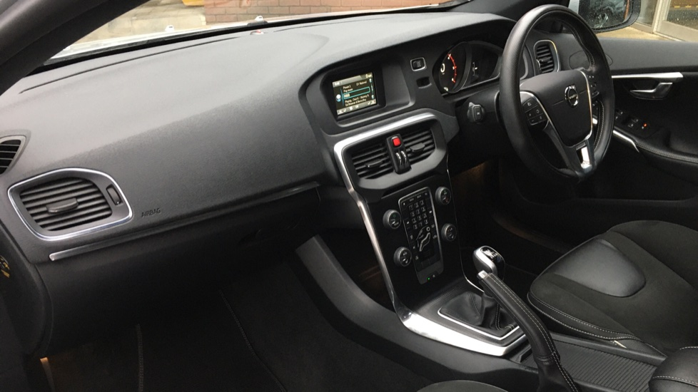 Volvo V40 D2 R Design MT, Winter Pack, Heated Windscreen & Front Seats, DAB Radio & 17 Inch Alloys image 14