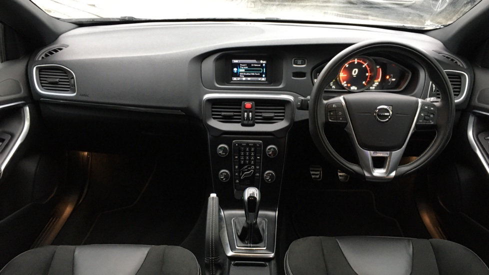 Volvo V40 D2 R Design MT, Winter Pack, Heated Windscreen & Front Seats, DAB Radio & 17 Inch Alloys image 13