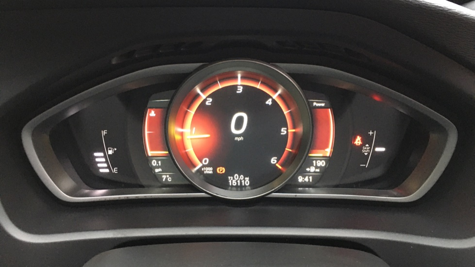 Volvo V40 D2 R Design MT, Winter Pack, Heated Windscreen & Front Seats, DAB Radio & 17 Inch Alloys image 12