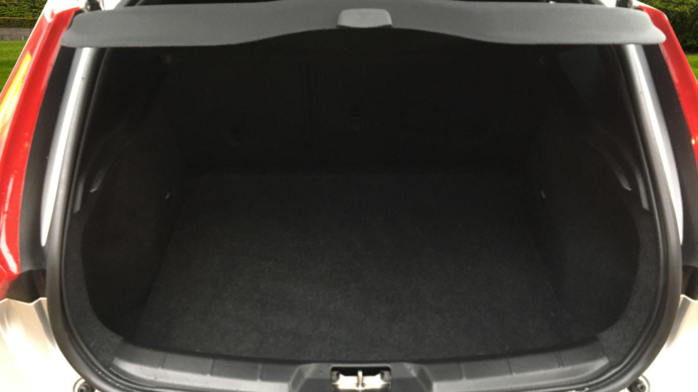 Volvo V40 D2 R Design MT, Winter Pack, Heated Windscreen & Front Seats, DAB Radio & 17 Inch Alloys image 16