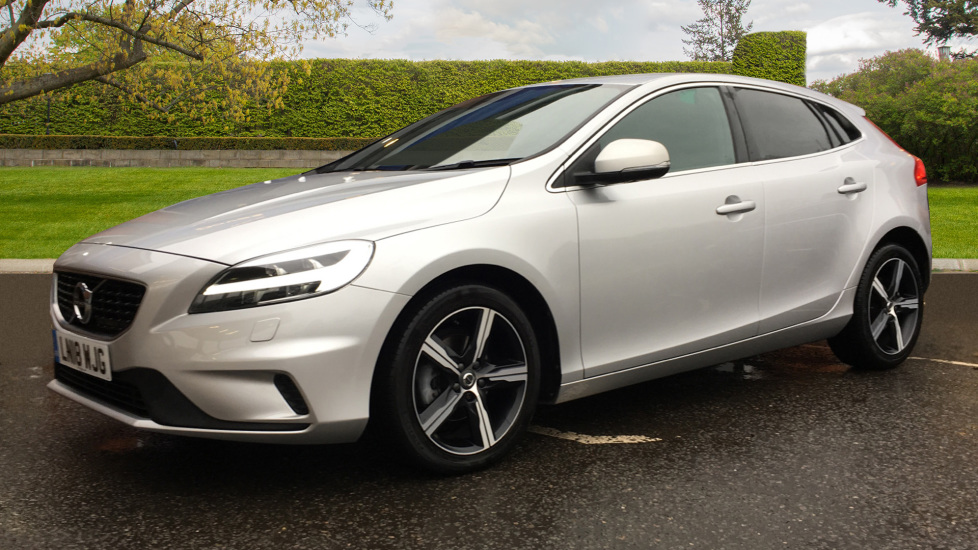 Volvo V40 D2 R Design MT, Winter Pack, Heated Windscreen & Front Seats, DAB Radio & 17 Inch Alloys image 3