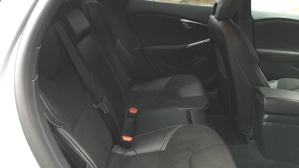Volvo V40 D2 R Design MT, Winter Pack, Heated Windscreen & Front Seats, DAB Radio & 17 Inch Alloys image 17