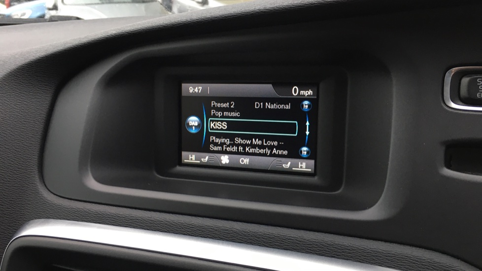 Volvo V40 D2 R Design MT, Winter Pack, Heated Windscreen & Front Seats, DAB Radio & 17 Inch Alloys image 6